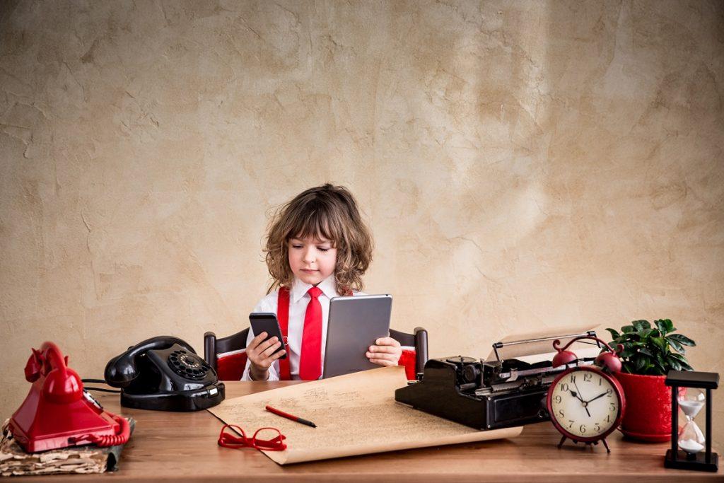 5 أفكار تساعدك في تربية طفل يحب القراءة