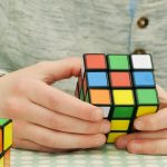 كيف تعمل الأحاجي على تعزيز التركيز لدى طفلي؟