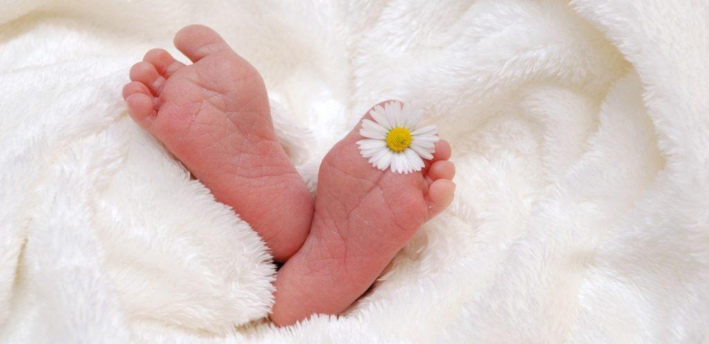 هل بشرة مولودك جافة؟