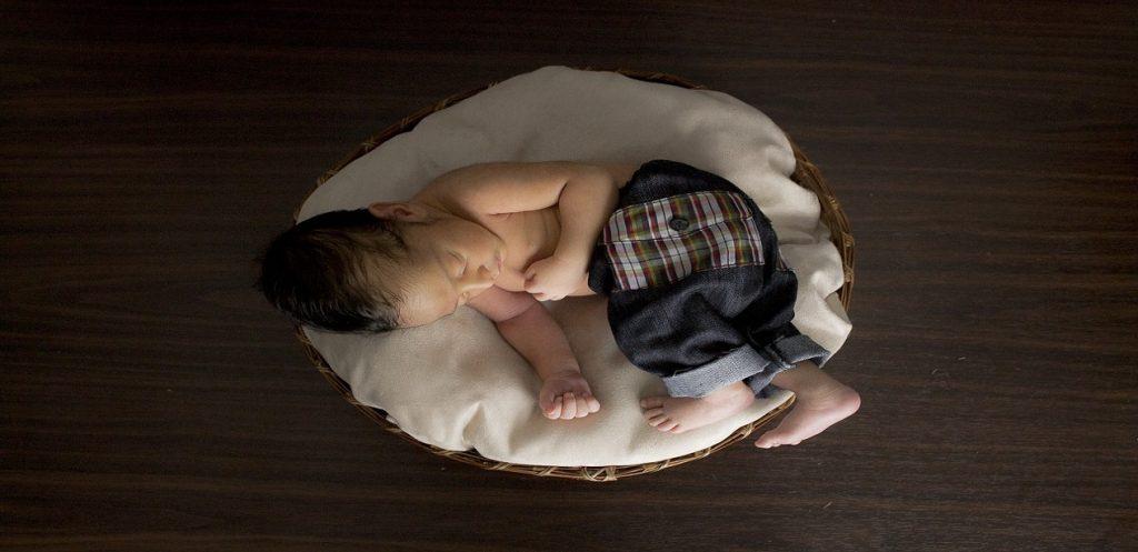 5 خطوات لتنظيم نوم الرضيع في عامه الأول