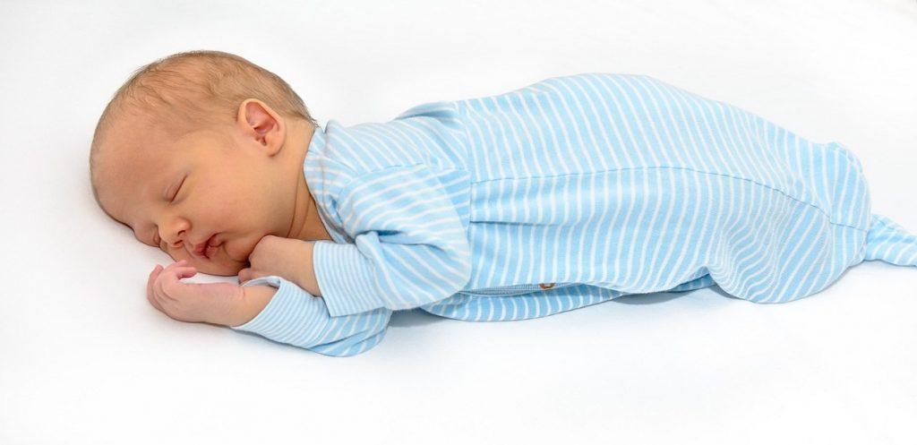 كيف أضمن النوم الآمن لطفلي الرضيع؟