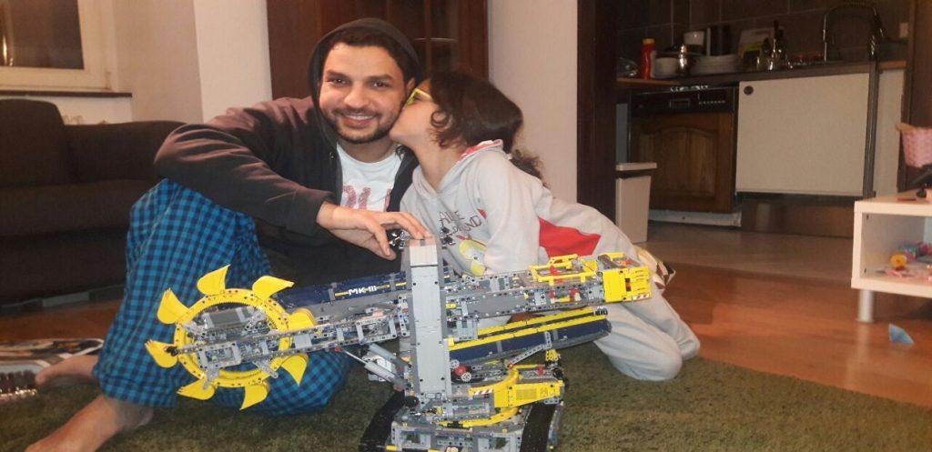 أحمد عدلي: كيف ساعدتني الليغو في تنمية العقلية الإبداعية لطفلتي