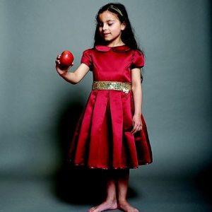 b8f74ad26d7f2 هذا الفستان الرائع مصنوع من أجود أنواع الأقمشة الفاخرة، مما يجعله أجمل فساتين  العيد للبنات. يتميز هذا الفستان بقصته الكلاسيكية الجميلة والأنيقة.