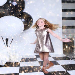 7ed6cab2ee5ee لقد أبدع أشهر مصممو أزياء الأطفال في بريطانيا بتصميم هذا الفستان واختيار  قماشه الفريد، مما يجعله الفستان الأنسب ليوم العيد وحفلات العيد ميلاد  والأعراس.