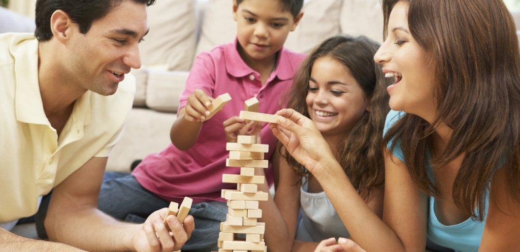 11 فكرة ألعاب عائلية لقضاء وقت ممتع في سهرات رمضان