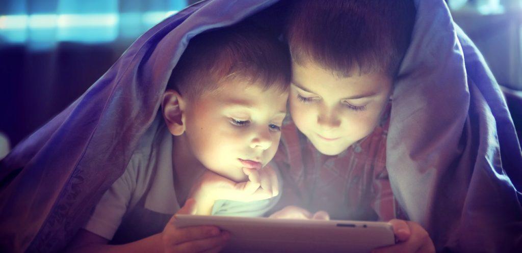 كيف تؤثر الأجهزة الالكترونية على الأطفال