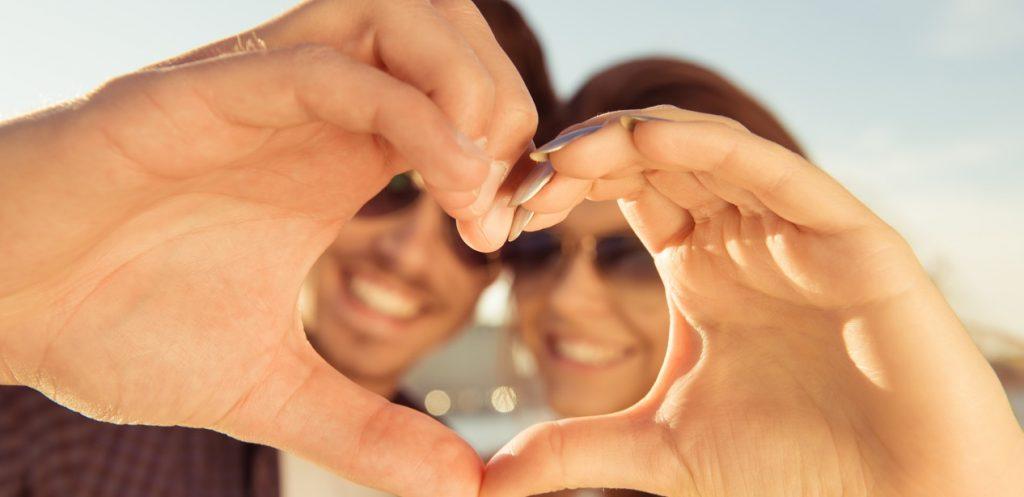 هل تزيد عدد سنوات الزواج الحب بين الزوجين؟