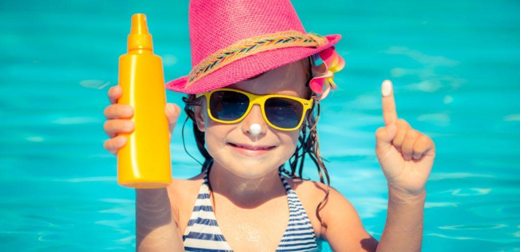 أفضل 7 أنواع واقي شمس للأطفال