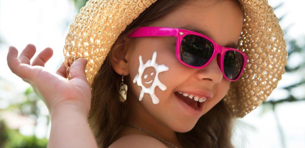 كيف أحمي بشرة طفلي من أشعة الشمس في الصيف؟