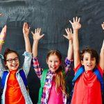 7 أفكار لتعزيز الحياة الاجتماعية لطفلك في المدرسة