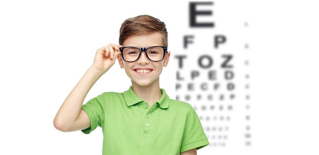 7  علامات تدل على معاناة طفلك من ضعف النظر