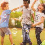 7 من فوائد اللعب في الخارج للأطفال