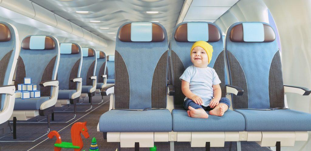 7 تجهيزات أساسية عند السفر مع رضيع في الطائرة