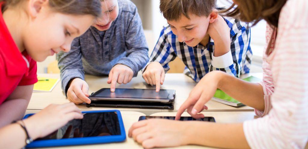 كيف أحمي أطفالي في عالم الانترنت ؟