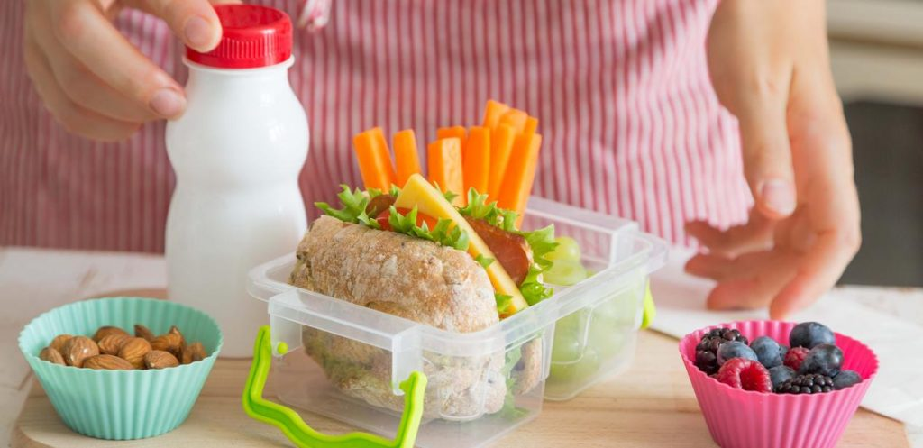 8 Healthy Lunch Box Snacks for your Child