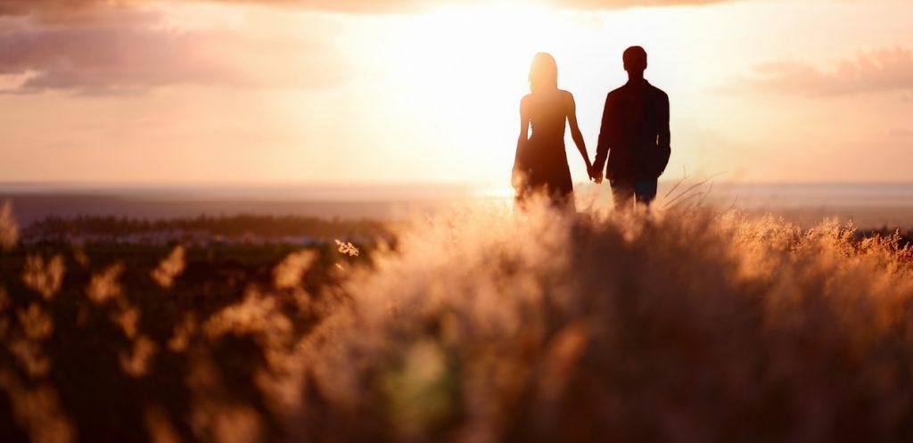 كيف تعززين العلاقة الحميمية مع زوجك
