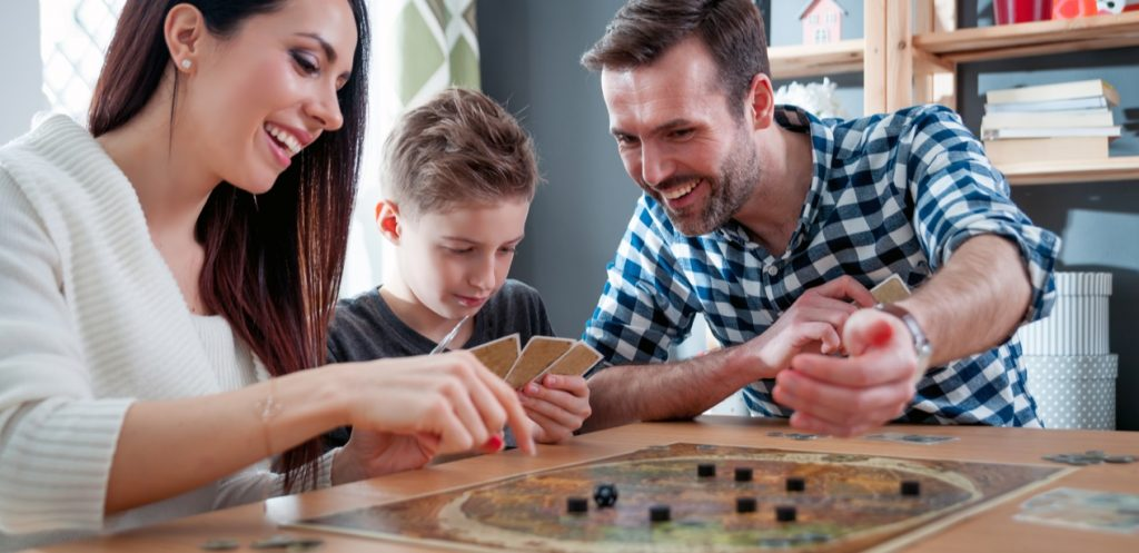 5 ألعاب عائلية نقدر نلعبها في البيت Mumzworld