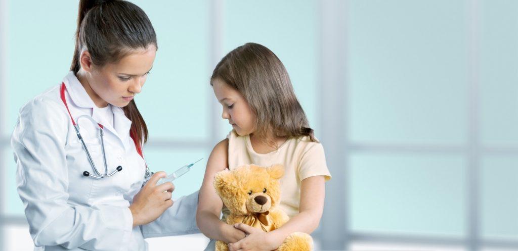 نصائح لتخفيف أعراض التطعيم على طفلك