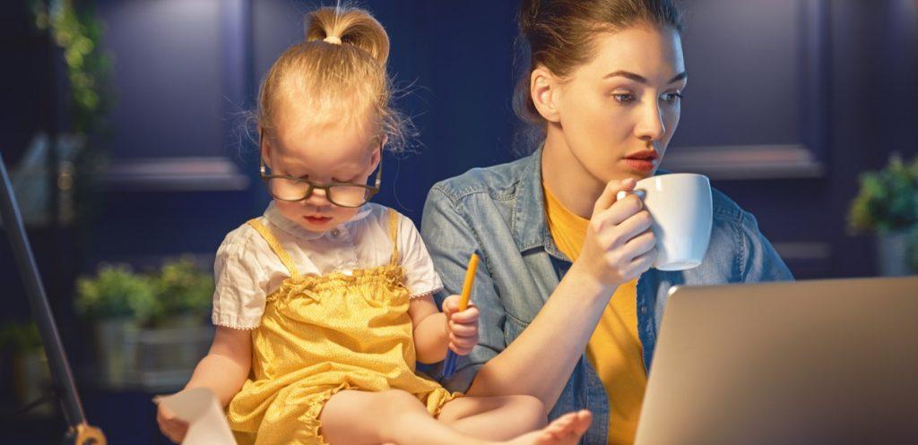 الشعور بالذنب عند الأم العاملة