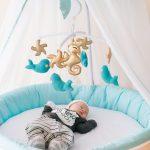 أفضل 10 ألعاب معلقة للأطفال للرضع لنوم هانئ ومريح