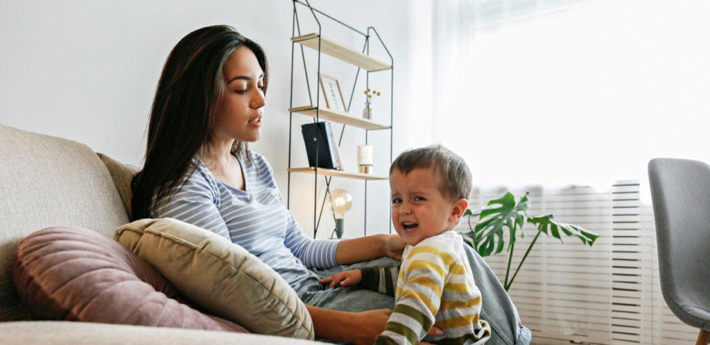دليل التعامل مع نوبات الغضب عند الأطفال حسب الفئة العمرية