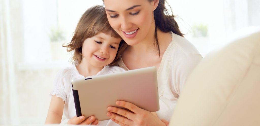 الشاشة في حياة أطفالنا: الحاسوب اللوحي أم التلفاز؟